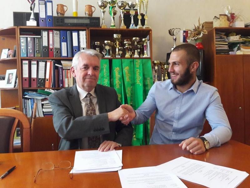 podpis_zmluvy.jpg